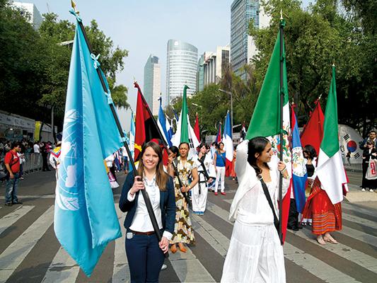 Feria de las Culturas    Amigas en el Zócalo