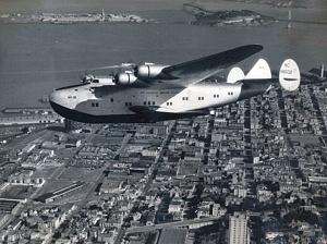 1939La compañía aérea PanAm hacía las rutas entre el Océano Atlántico y el Pacífico. Transportaba pasajeros y correo.