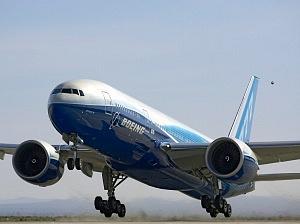 1994El avión Boeing 777, primero en la historia con computadoras integradas, realizó su primer vuelo.