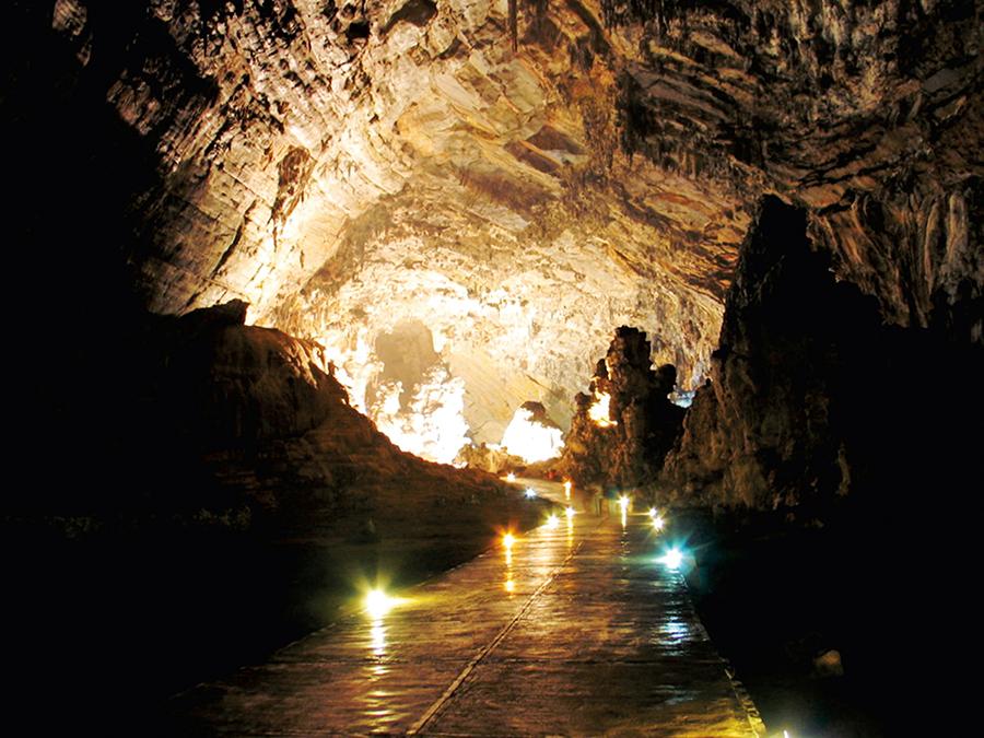 Explora las grutas de X'Tacumbilxuna'An