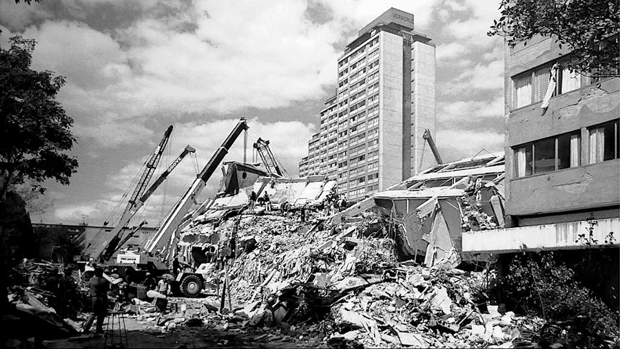 Primer tributo al sismo de 1985