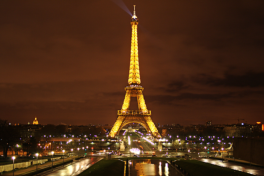 La luna ilumina Paris