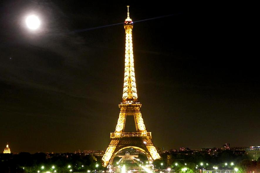 Luna sobre Paris
