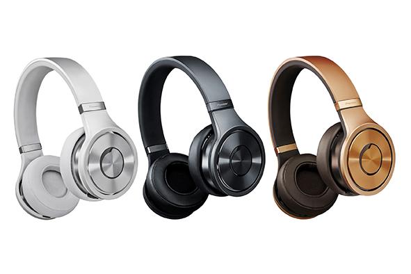 Pioneer presenta audífonos con control remoto