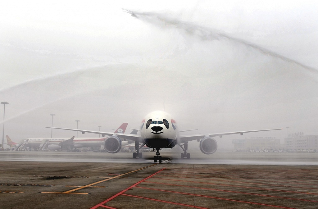 British-Airways-Inaugural-flight-is-greeted-by-a-water-cannon-salute-in-Chengdu