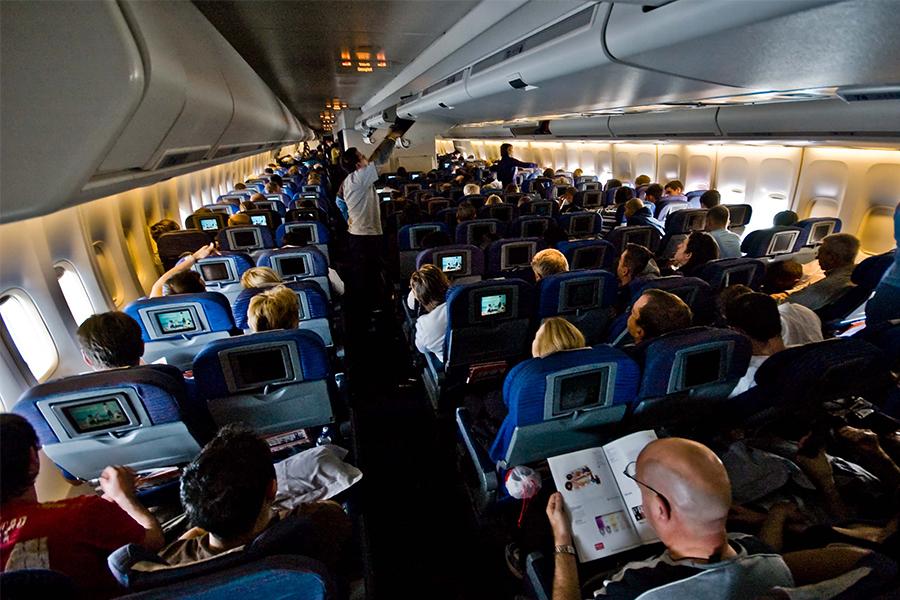 ¿Qué pasa cuando una persona muere a bordo de un avión?