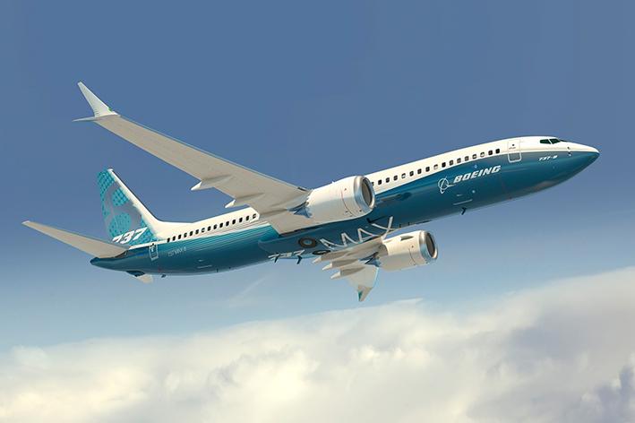 Boeing 737 vuela por primera vez