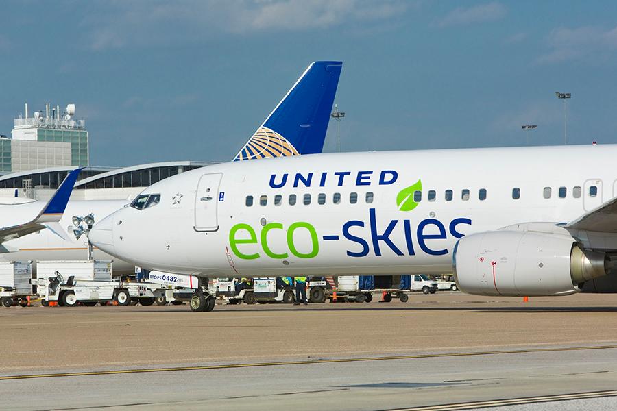 United Airlines, primera aerolínea en usar biocombustible