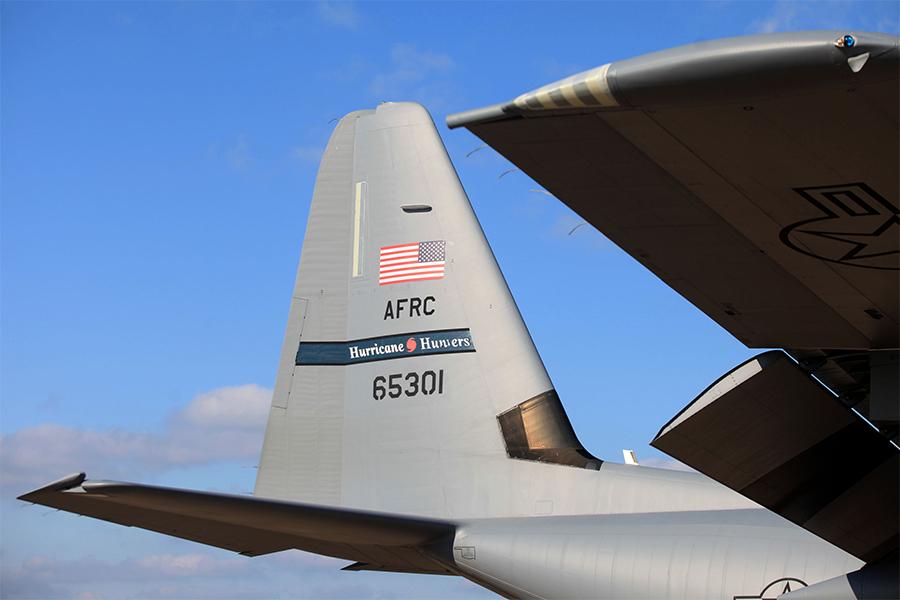 Aviones caza huracanes