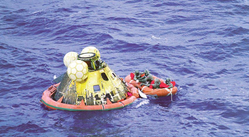 Apollo 11 amarizando en la tierra