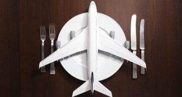 ¿Por qué la comida en los aviones sabe diferente?