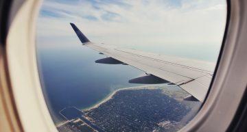 El por qué de las ventanillas de un avión