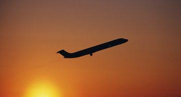 Por que es más rápido volar al oriente que al occidente