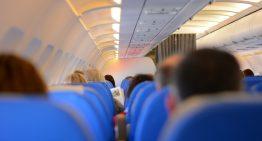 Por esta razón te duelen los oídos dentro del avión