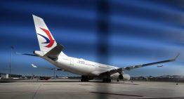 China Eastern aterriza de emergencia por un agujero en el motor