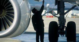 ¿Es correcto que los aviones usen cinta adhesiva?