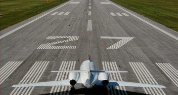 Los números en las pistas del aeropuerto tienen una buena razón de ser